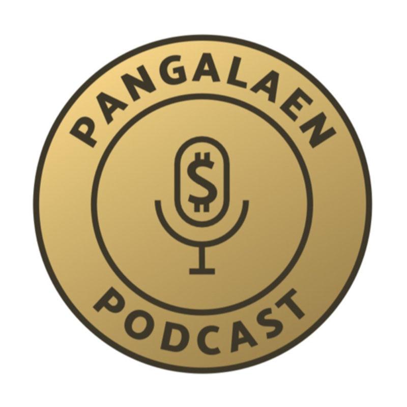 Kuldne ring, mille sees mikrofon ja podcasti nimi.